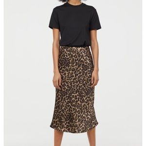 Calf-lenght skirt